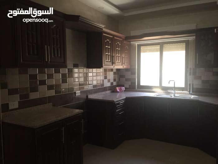 شقة للايجار ضاحية الرشيد غرفتين نوم و صالة و صالون و مطبخ بناء جديد ضمن بيت مستق