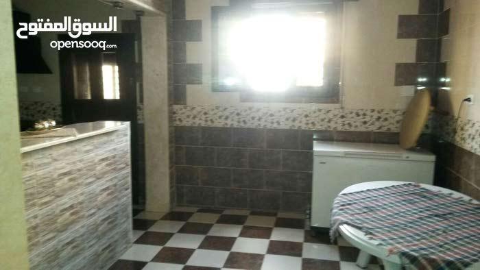 منزل للبيع في عين زاره بالقرب من فطره