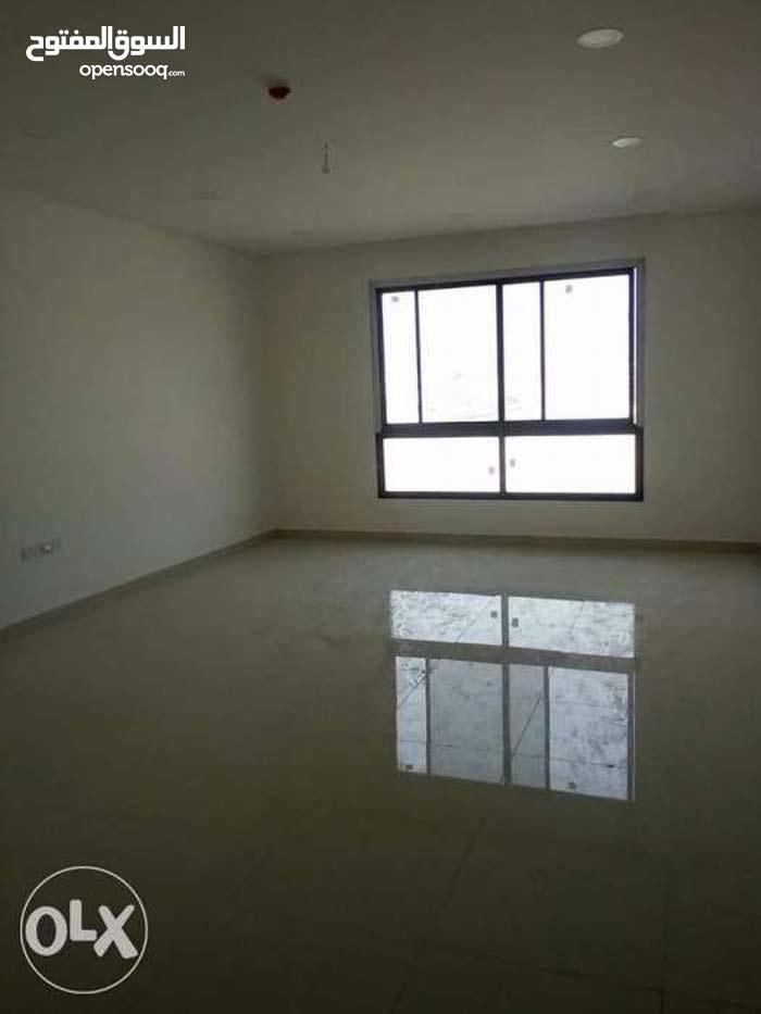 شقة تجارية مميزة للايجار في البسيتين *Commercial flat for rent in Busaiteen