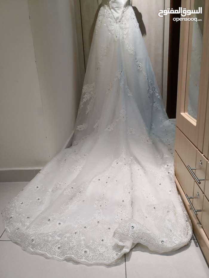 فستان زفاف فخم جدا للبيع