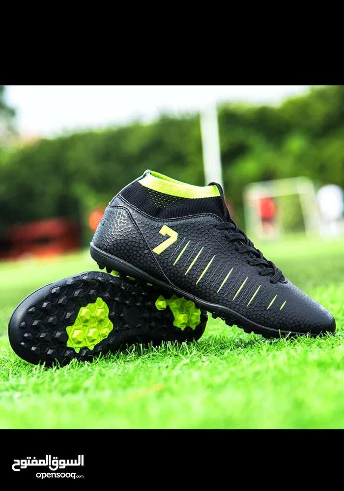 حذاء كرة قدم جديد