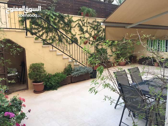 شقه مفروشه للايجار في الصويفيه مع حديقه