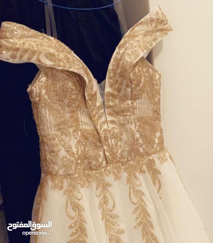 فستان جديد لبسه وحده فقط للبيع