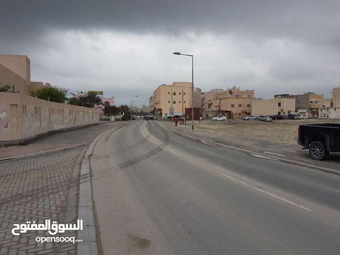 محلات ميزانين على الجهة الخلفية للمبنى بتوبلى قرب اسواق حسن محمود