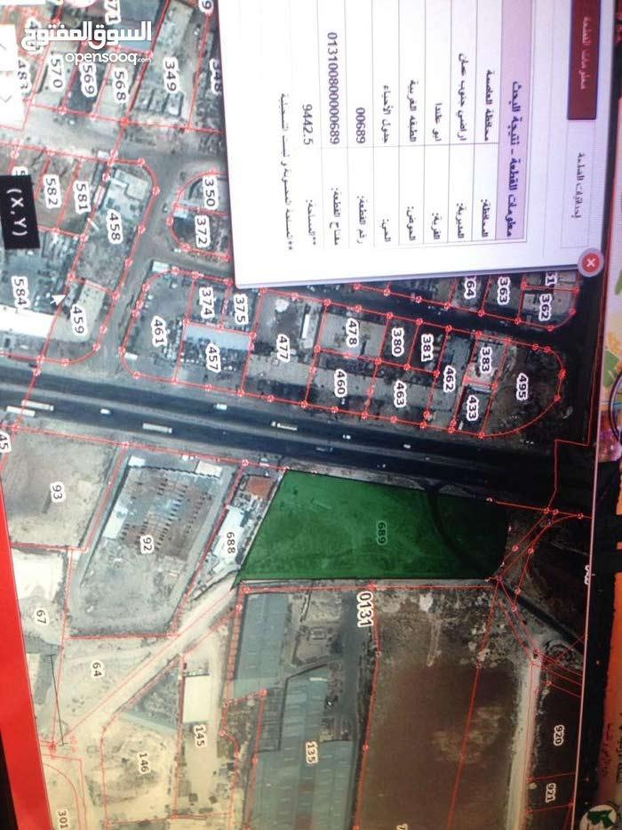 ابو علندا - الطبقة الغربية -ارض مميزة على شارع الحزام مباشرة - تقع على ثلاثة شوارع