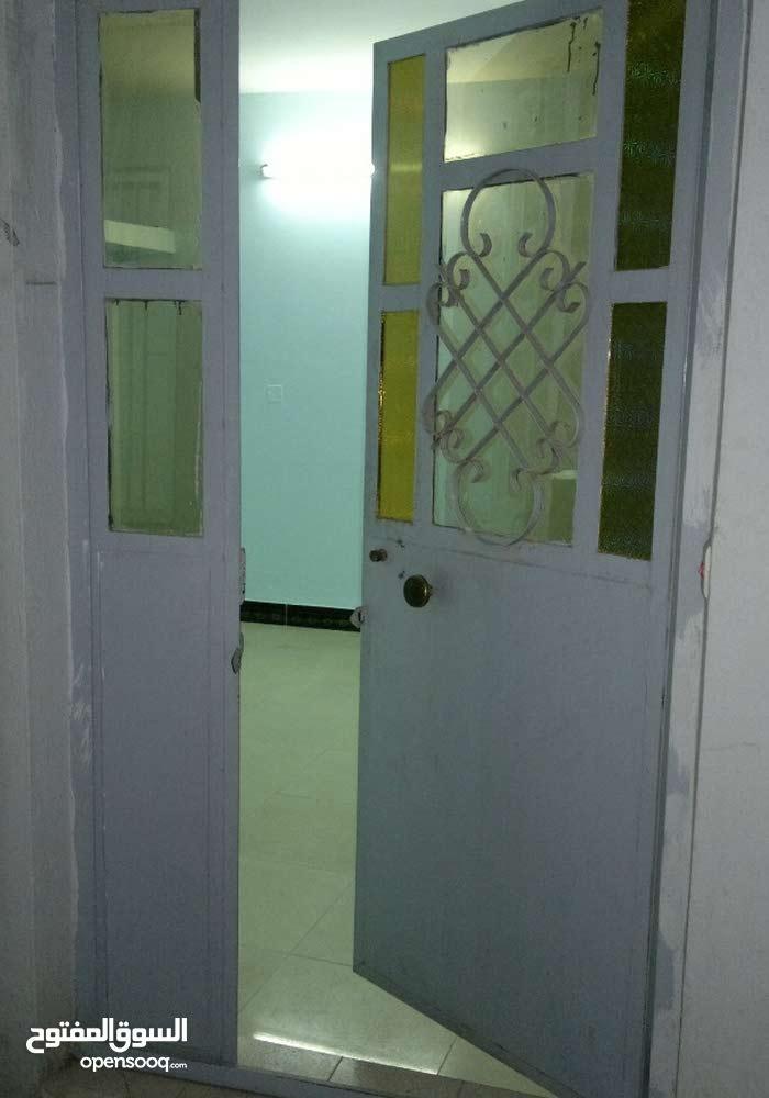 شقة في الكرادة استخدام تجاري او سكني بمنطقة تجارية