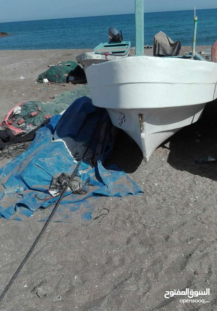 للبيع قارب 23 قدم بدون ملكيه