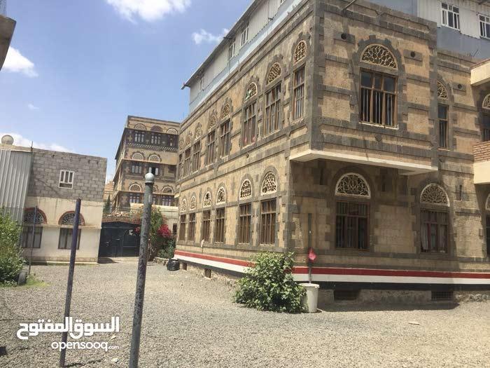 للاستثمار فلة تجارية 22لبنة حر بشارع تونس على شارعين