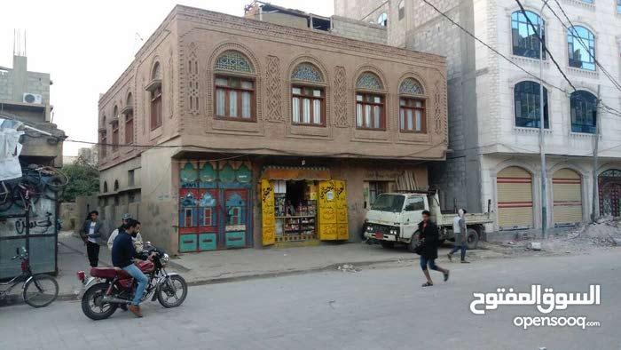 بيت روعه  وموقع حلو في شارع مطهر المتفرع من شارع شيراتون البيت هي 8 لبن