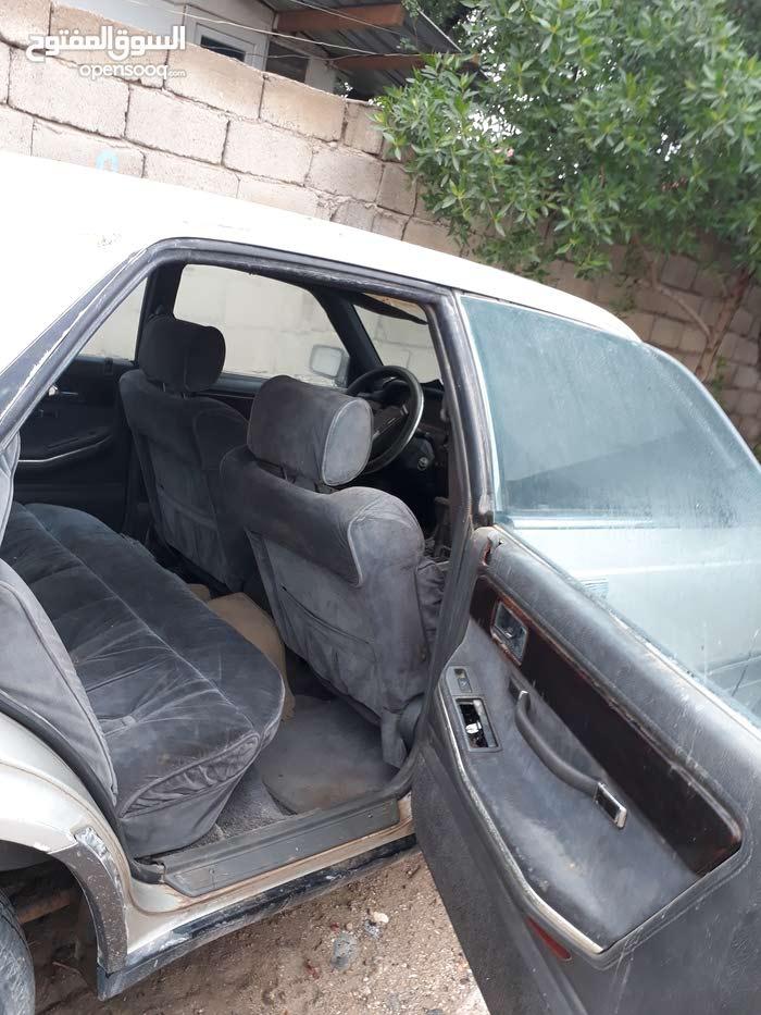 للبيع سيارة مازدة 929 موديل 89