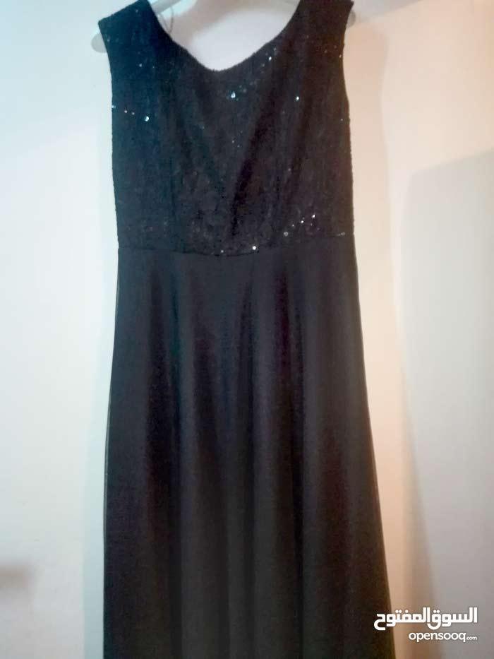 فستان طويل اسود للبيع مستعمل فقط مره واحده