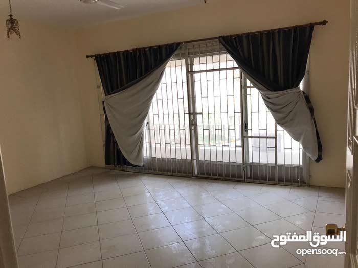شقةً نصف مفروشة للاجار في منطقة الماحوز 400 دينار