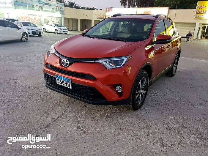 Toyota RAV 4 car for sale 2016 in Suwaiq city