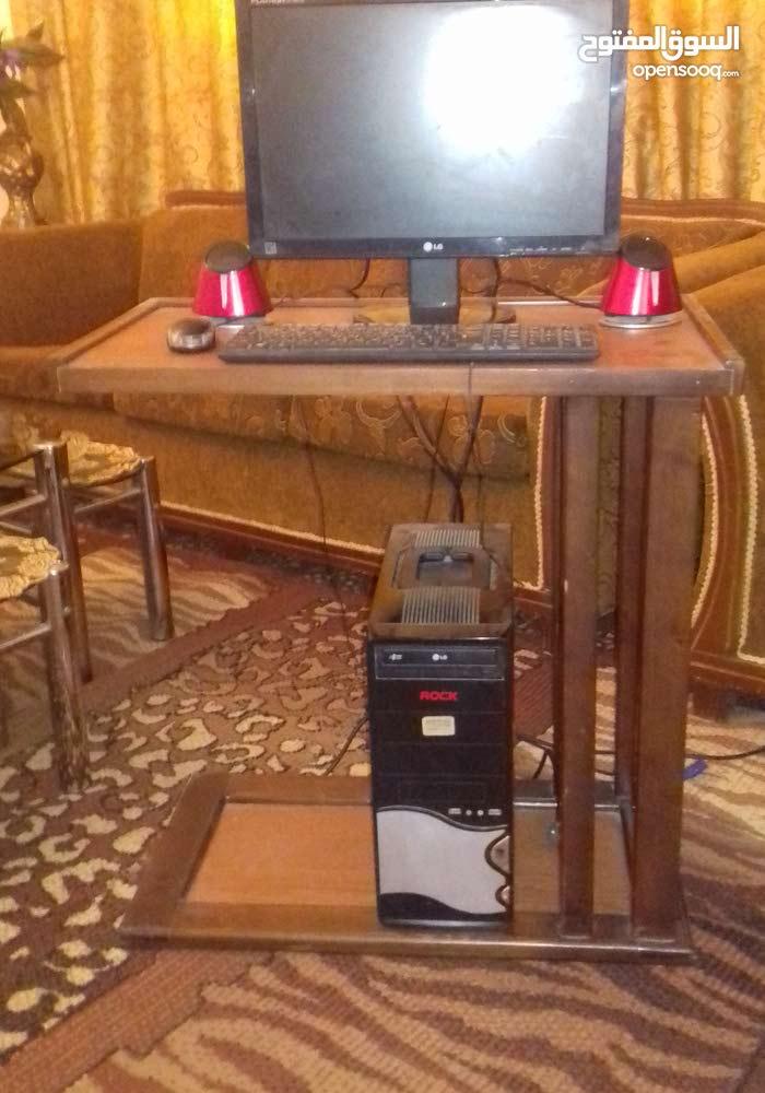 كمبيوتر مع طاوله وسماعات للبيع