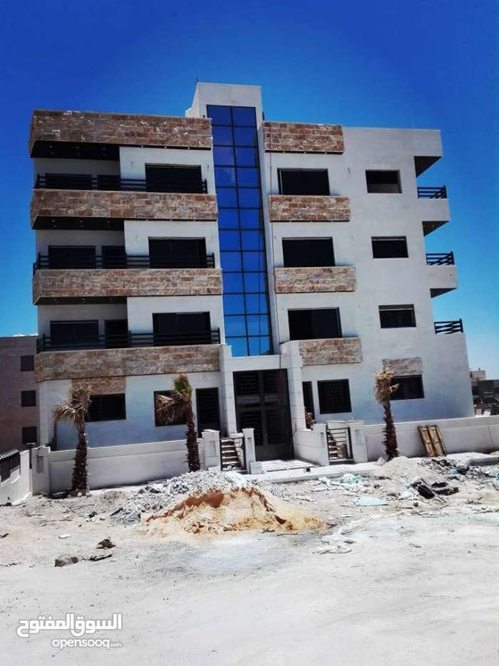 شقة جاهزة للتسليم للبيع اقساط دون بنوك في مرج الحمام قرب دوار معبهرة مساحة (125م)