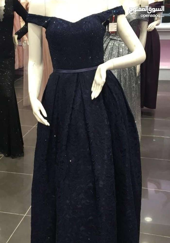 تم تفصيل الفستان الواحد 800