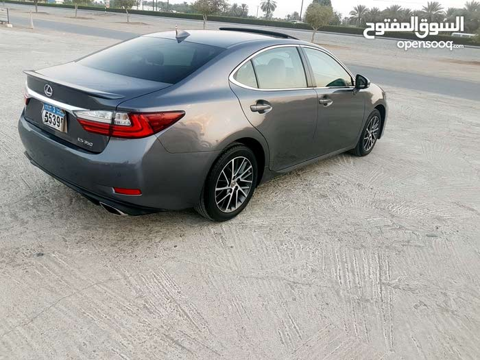 Used condition Lexus ES 2017 with 1 - 9,999 km mileage
