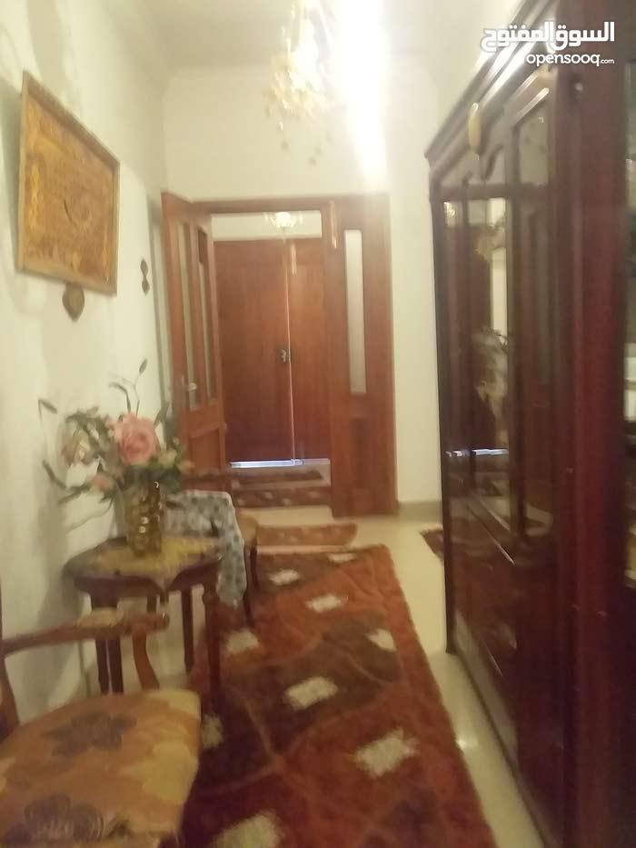 منزل للبيع في عين زارة السعر 330الف