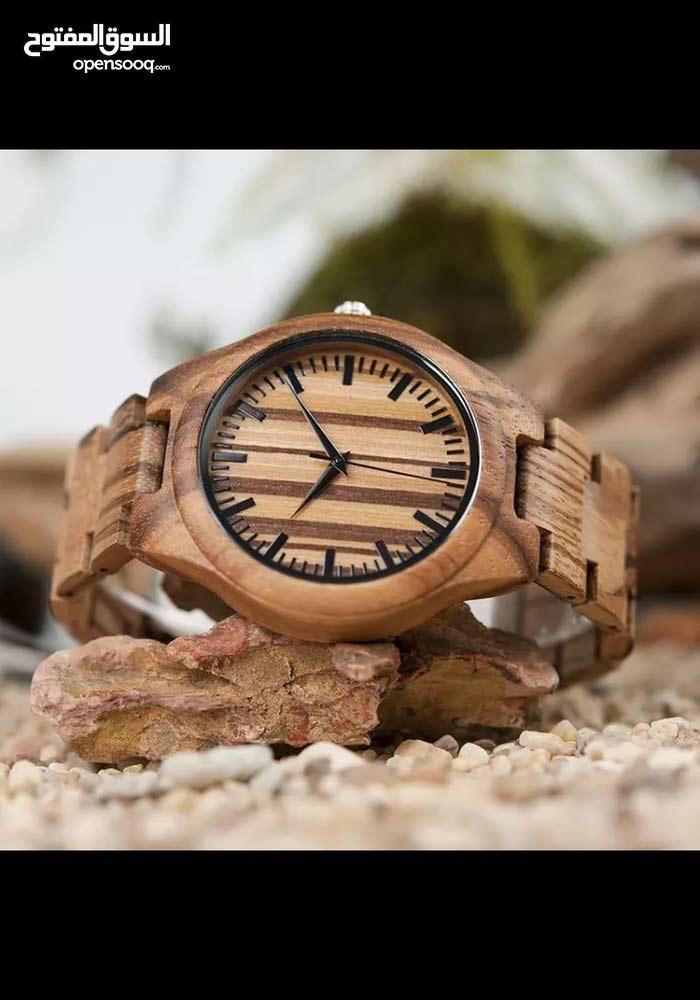 ساعات خشبية بسعر مميز