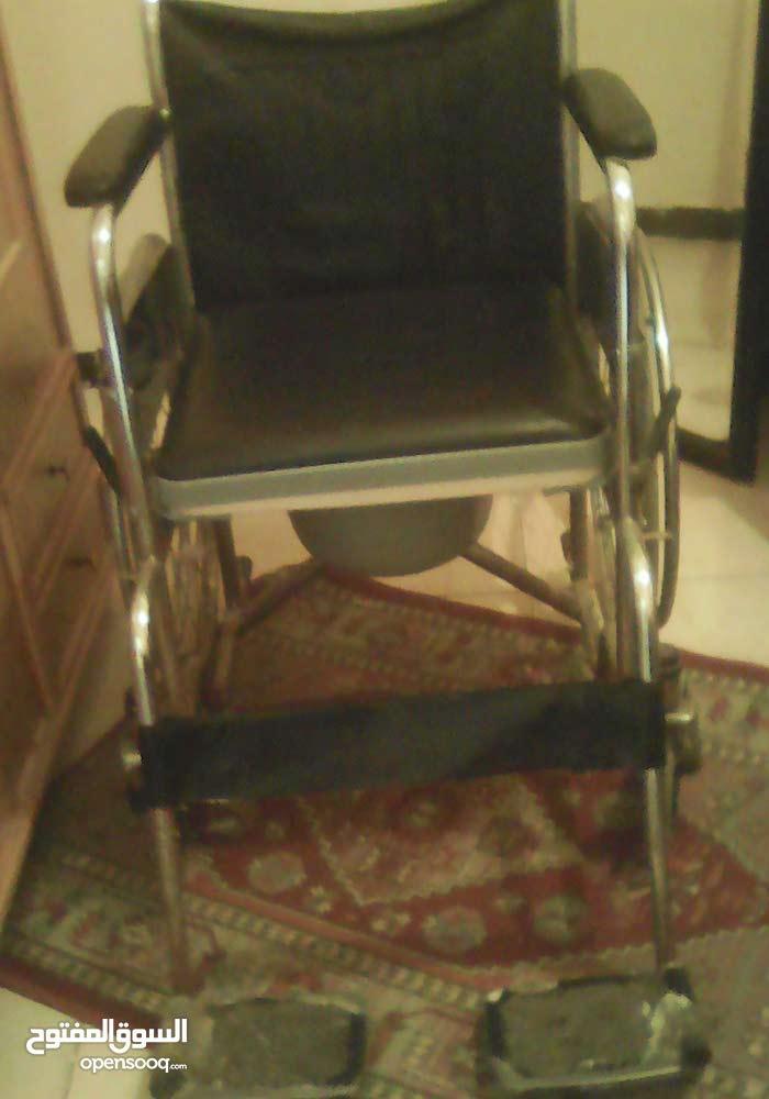 كرسي بعجل للمعوقين وكبار السن بحمام