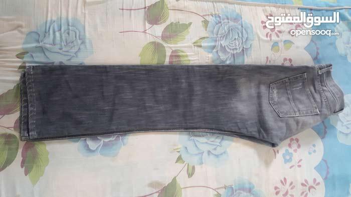 2 بنطلاونات  جينز  ماركة armani  و diesel  للبيع