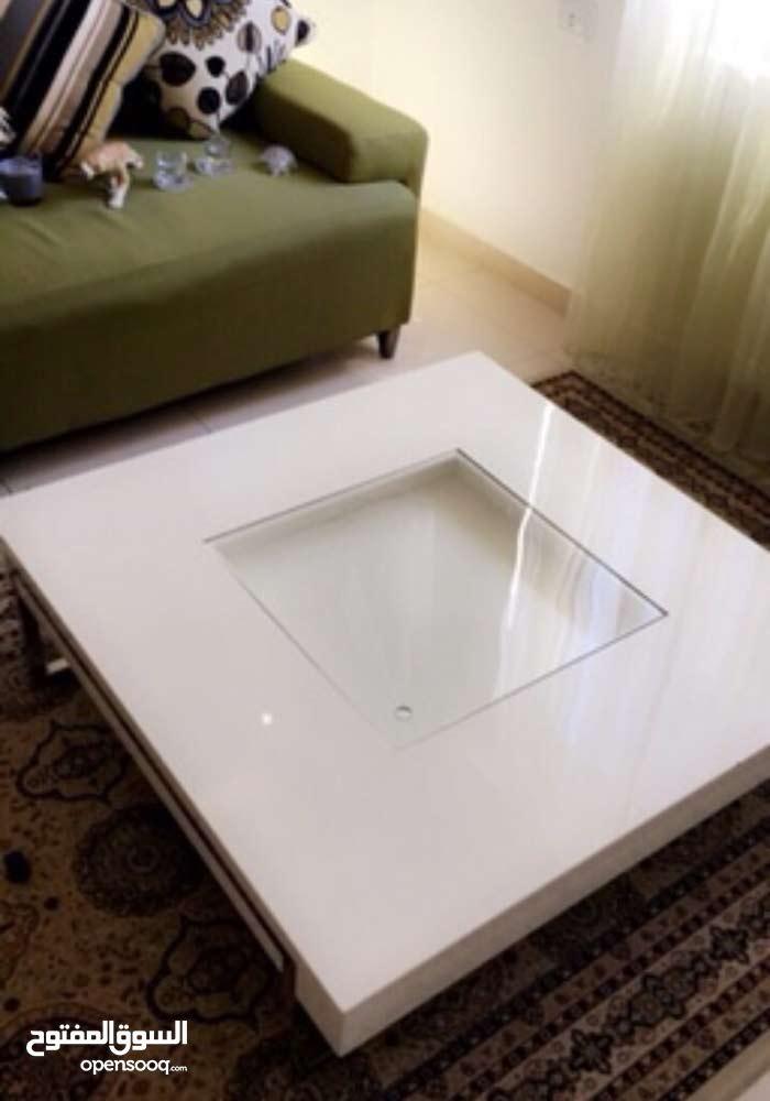 طاولة من شركة ميداس