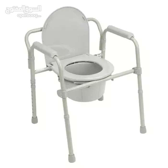 كرسي تواليت متنقل لذوي الاحتياجات الخاصة