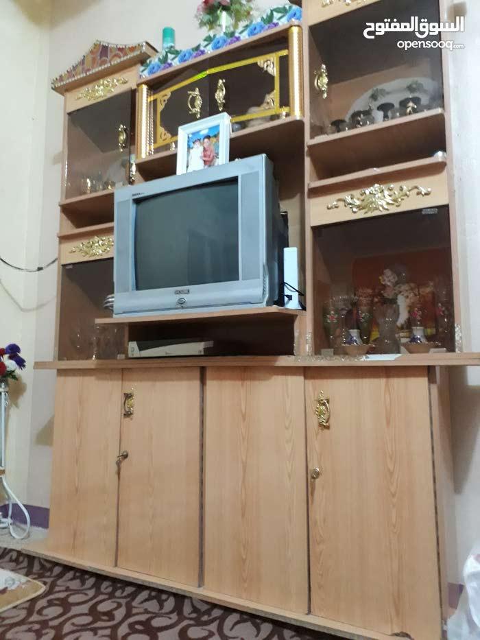 معرض للبيع مع التلفزيون
