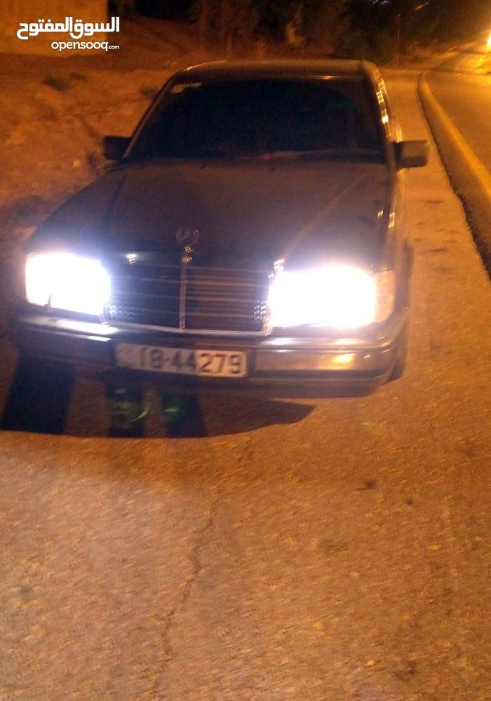 For sale Mercedes Benz E 200 car in Zarqa