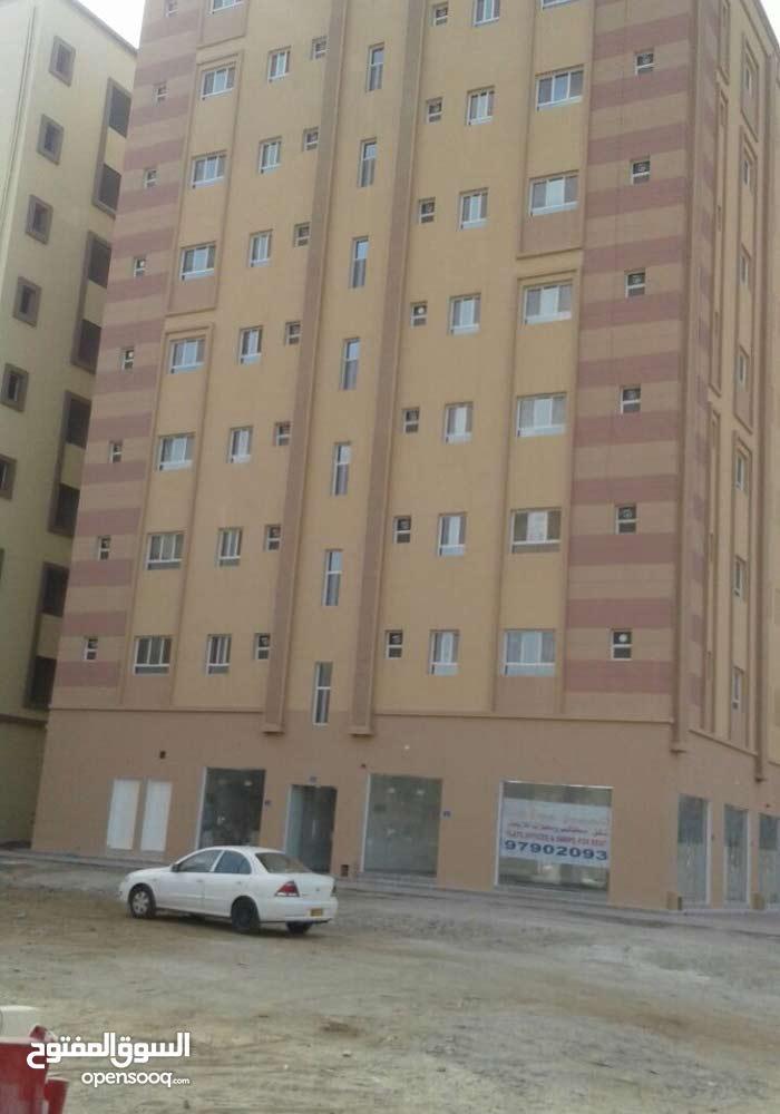محلات ومكاتب للايجار محاذيه لمشروع اللولو الجديد بالعامرات سكني