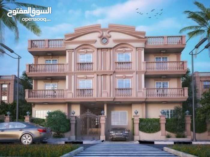 بحي راقي في مدينة الشروق شقة أرضي 166م