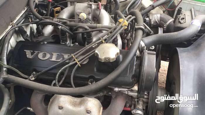 محرك فولفو 240 بحالة جيدة