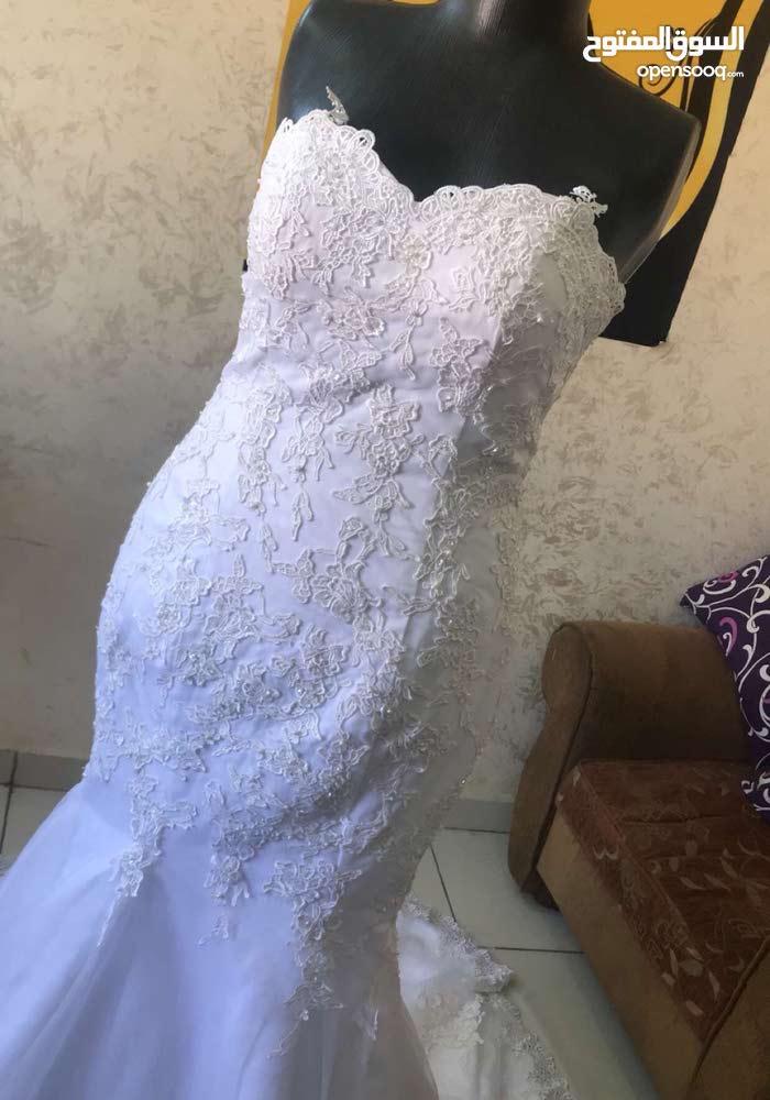 فستان خطبه وفستان عرس للبيع او الايجار