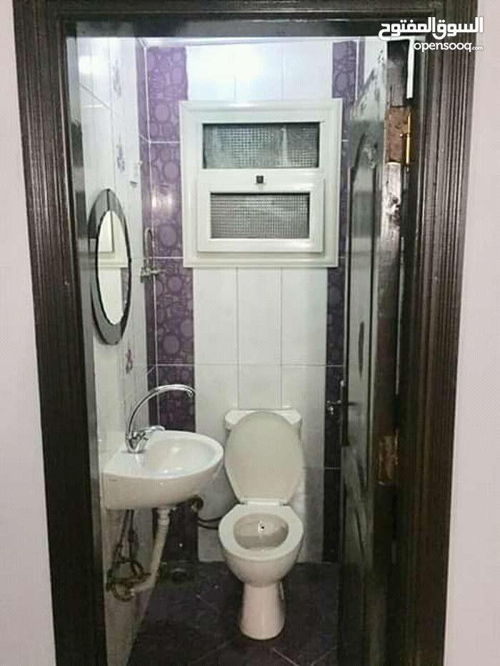 ثلاث غرف اتنين حمام ورسبشن مكيفه سخن وبارد  واي فاي غساله اوتماتك مكرويف  فلتر م
