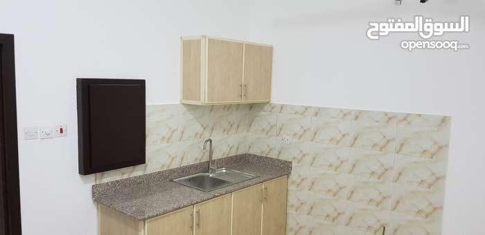 للايجار شقة في قلالي غرفة وحمام ومطبخ