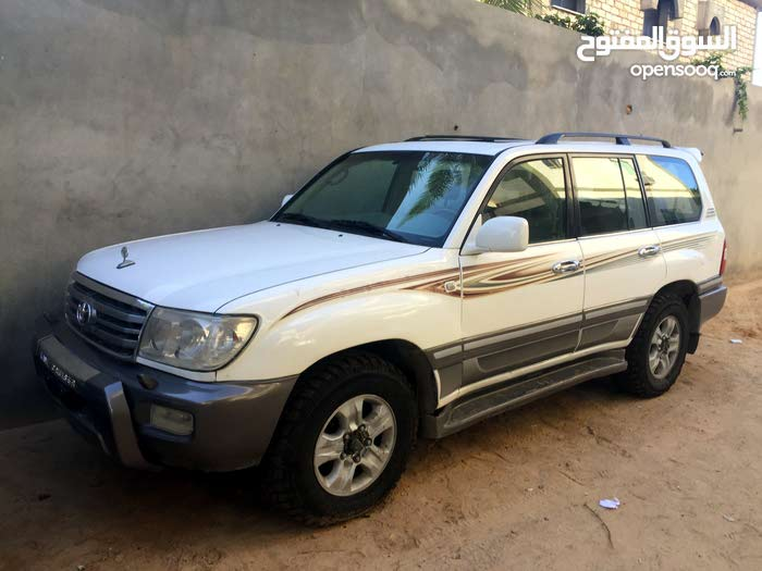 Toyota Land Cruiser 2005 For sale - White color