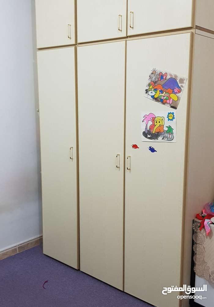 خزانة لغرفة نوم بحالة جيده