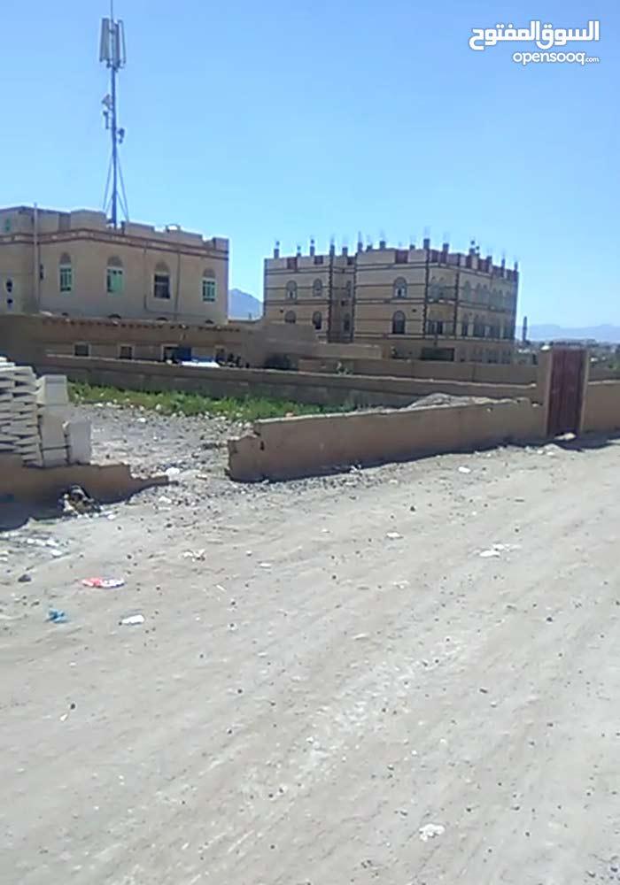 20لبنة ، حر ، ركنية قريبة من الشارع الرئيسي بمينة القوات الجوية