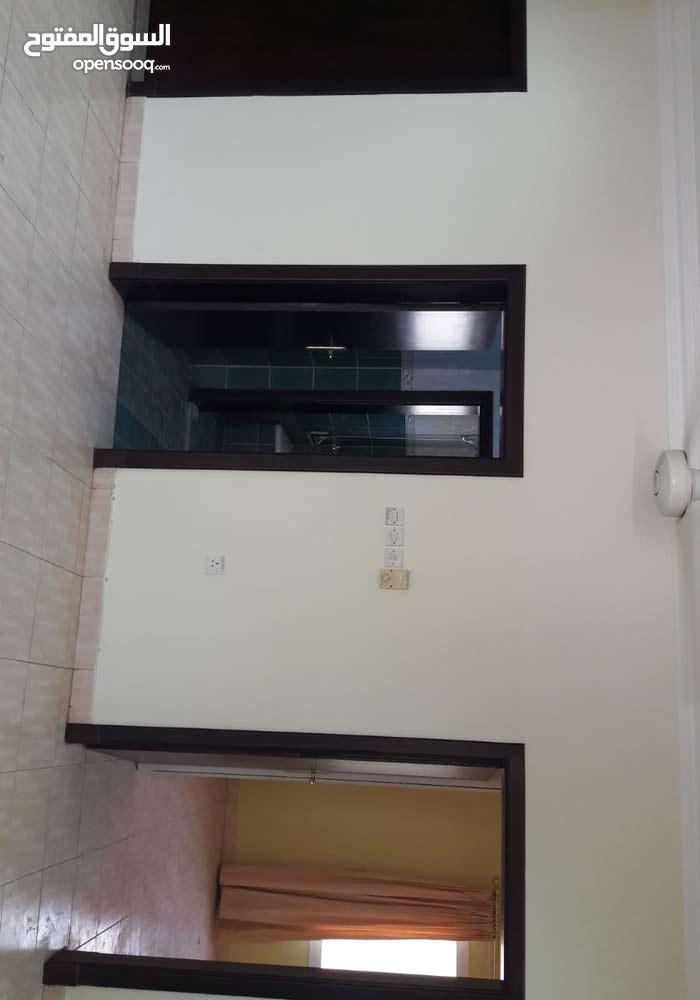 منزل للايجار في مدينة حمد 600 دينار طابقين 3 غرف