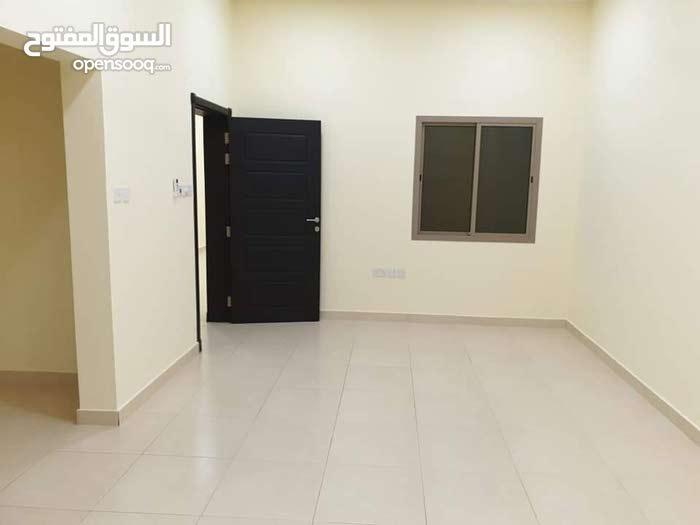 للايجار شقة كبيره في الرفاع / البحير بالقرب من نادي البا منطقة هادئه وسكنيه