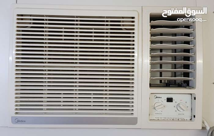 Midea Window AC 1.5 ton, 1 year old, in Excellent condition