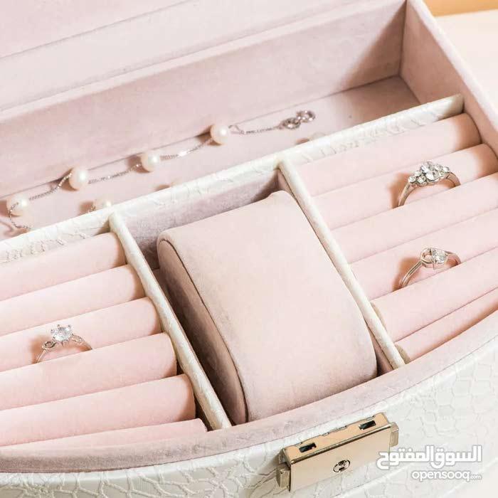 صندوق لتخزين المجوهرات وغيرها بالطلب