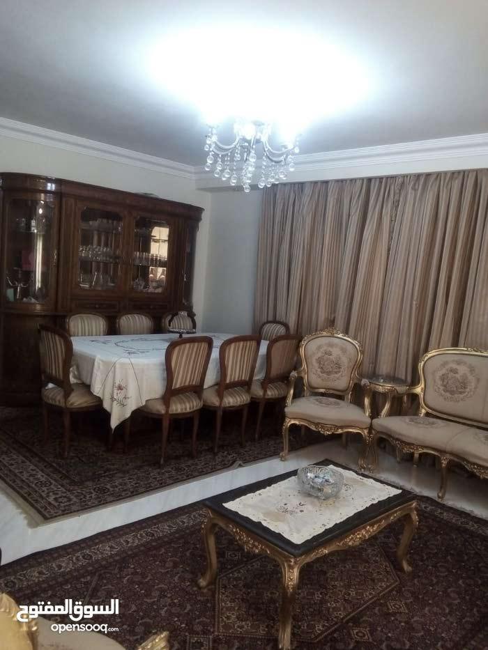 شقة 135 متر للبيع ف شارع الخمسيني زهراء المعادي بجوار قراقيش 3 غرف