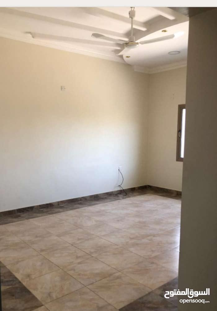 شقة للإيجار في بني جمرة