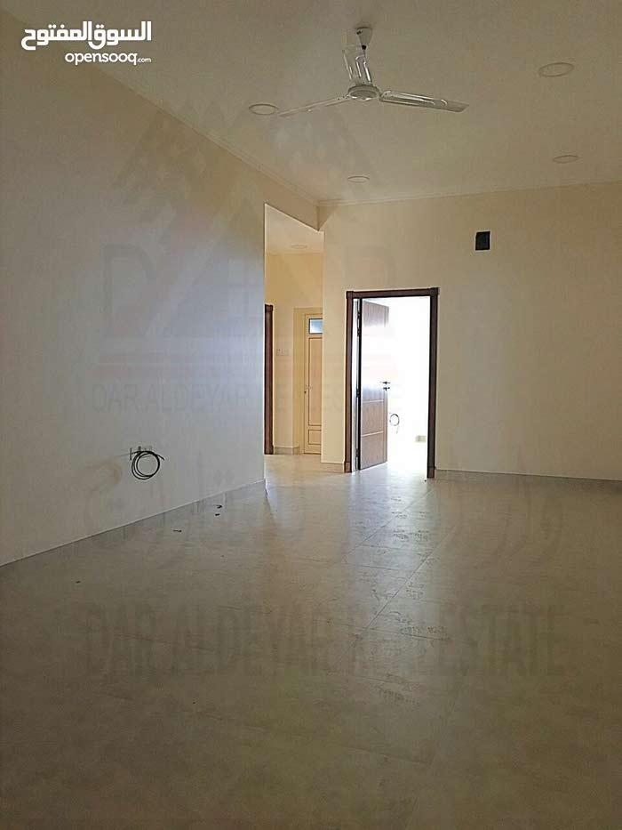 للايجار شقة في البسيتين من 3 غرف قريبه من مستشفى الملك حمد وقريبه من الخدمات