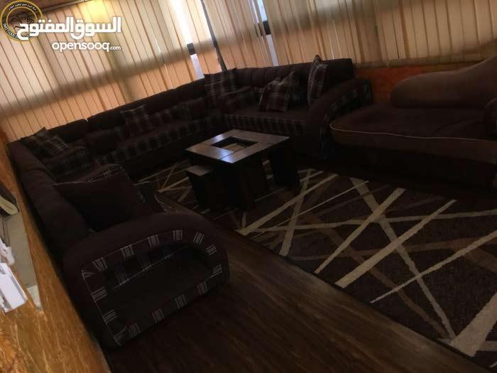 شقة مفروشة مميزة للبيع في تلاع العلي طابق ثالث مع روف 175م