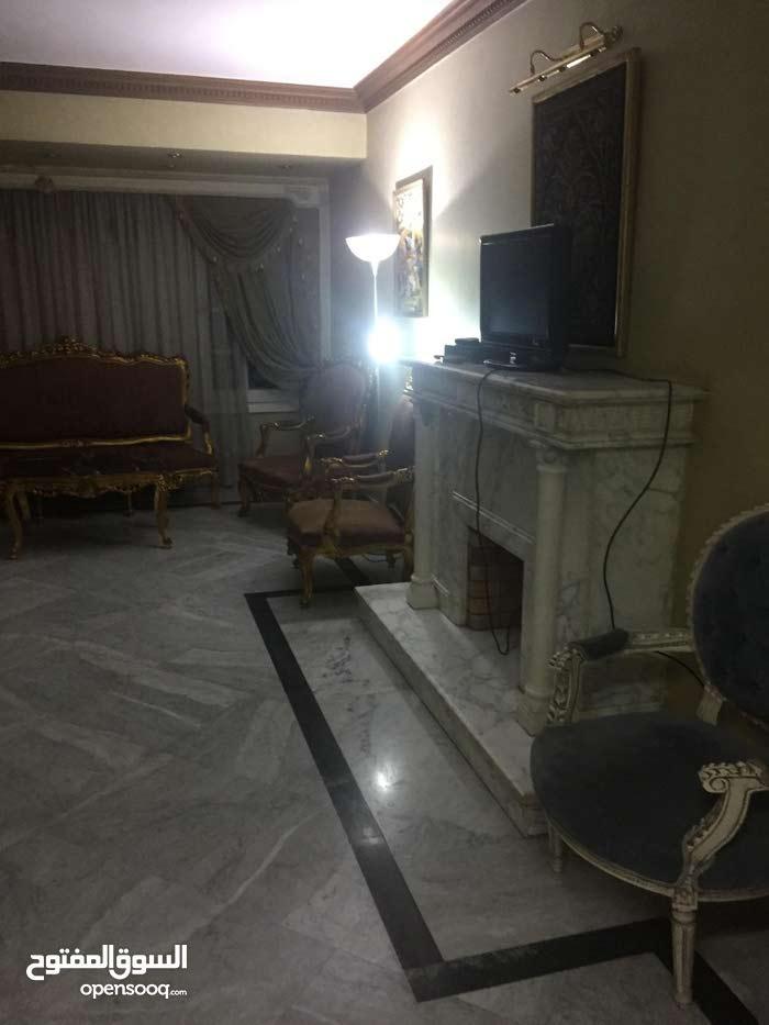 افضل سعر شقة ممتازة  220 متر  في ميدان المساحة الدقىبجانب الدكتور كمال شكري