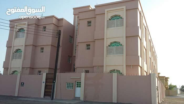 شقة الايجار ثلاث غرف بصحار مقابل الجامعة صحار والكلية