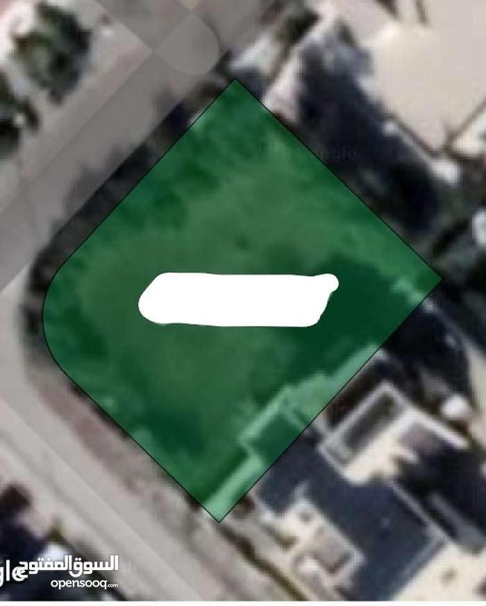 ارض مساحة 997م مميزة جدا للبيع/ طريق المطار