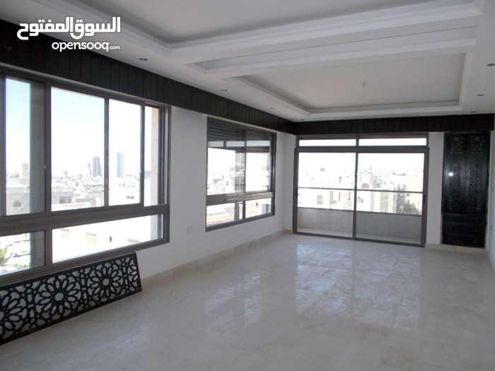شقة مع رووف 370 متر للبيع في ام اذينة